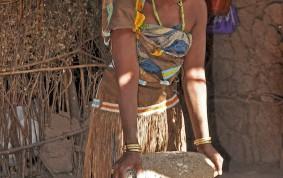 Datogawomen grinding maize
